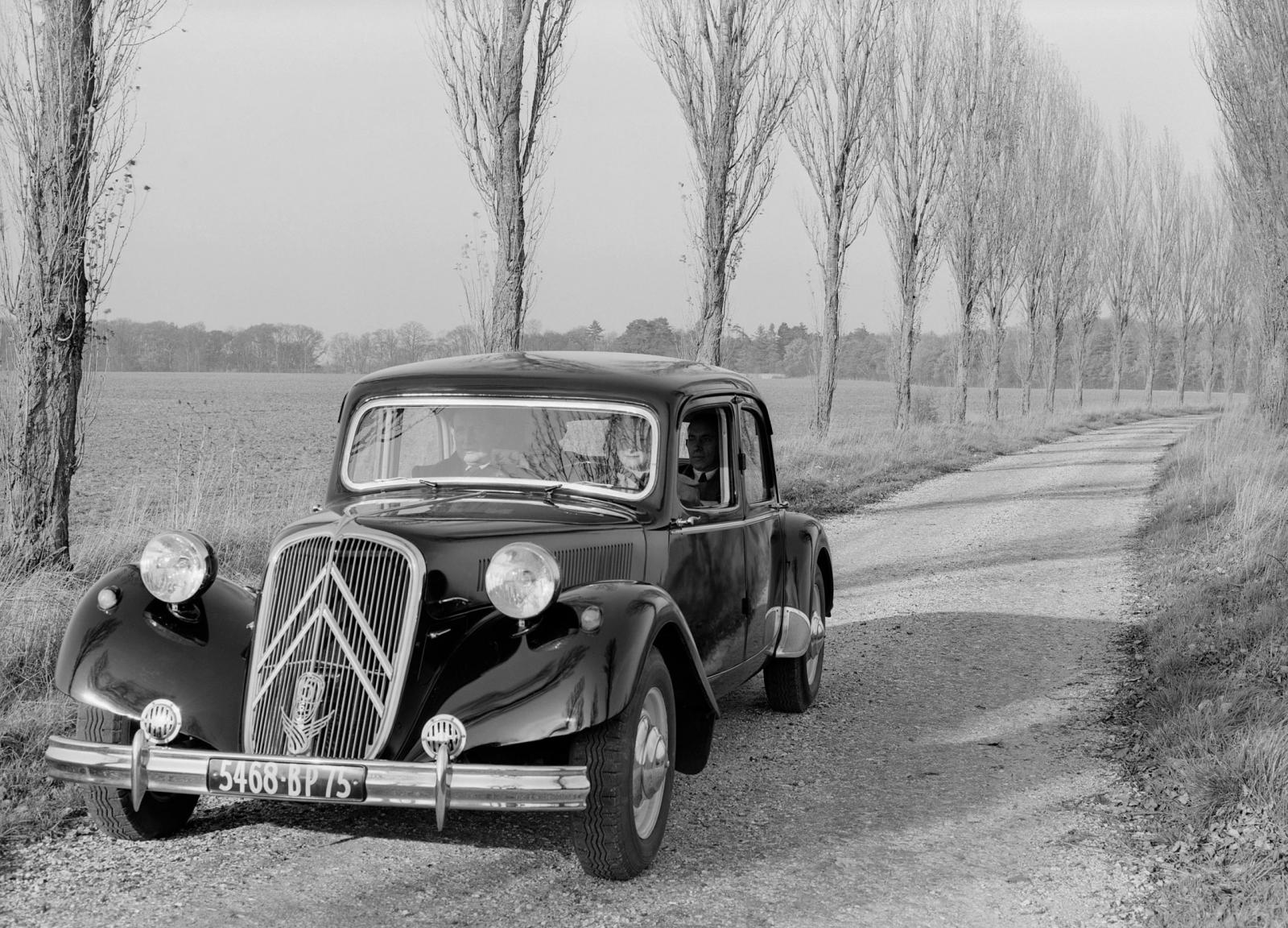 1952. g. Traction 15 SIX